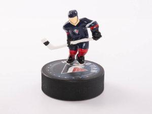 Eishockeypuck mit Spieler-/Torwartfigur in Klarsichtbox